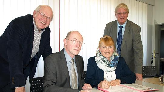 Unterzeichnung des Kooperationsvertrages (Bild: Beatrix Oprée / Aachener Zeitung)