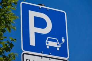 Symbolbild E-Mobilität Parken